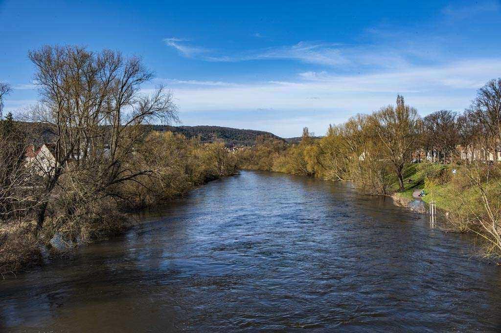 Jena .. Betretungsverbot für öffentliche Orte wie Parks, Plätze, öffentliche Grünflächen oder den Stadtwald
