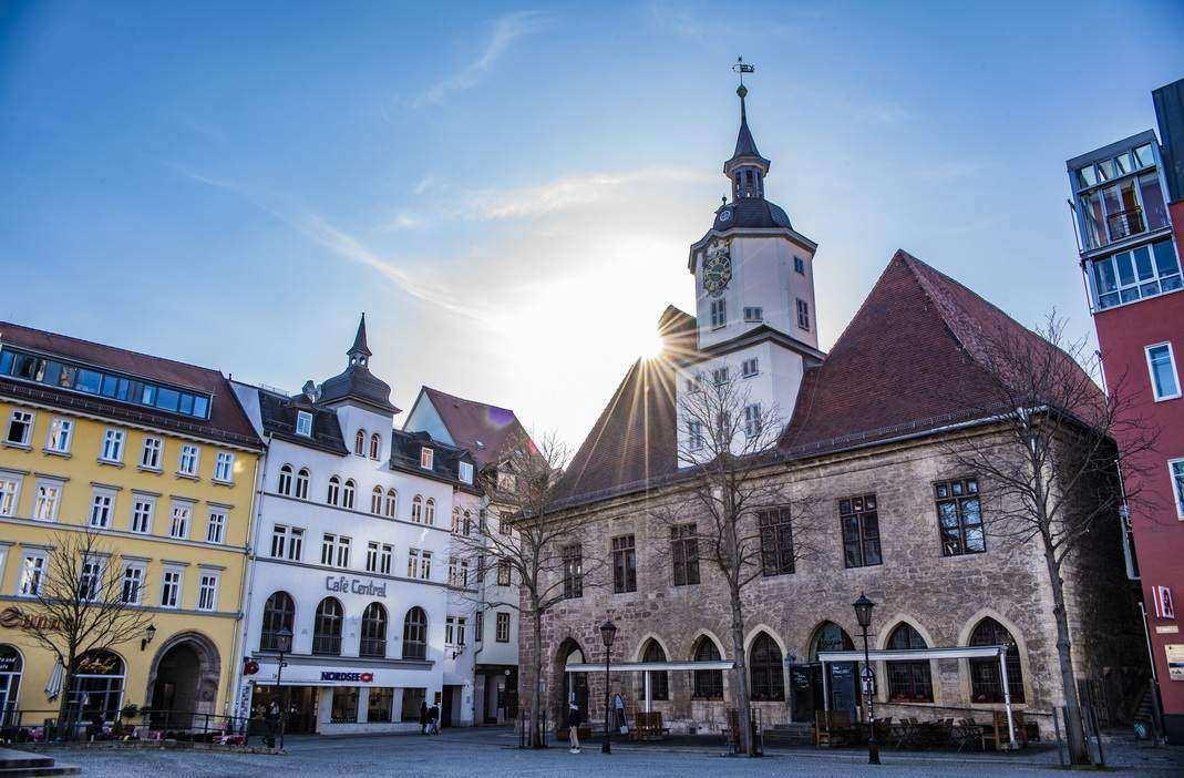 Auch das ist Jena im März. Frühlingshafte Sonne ..