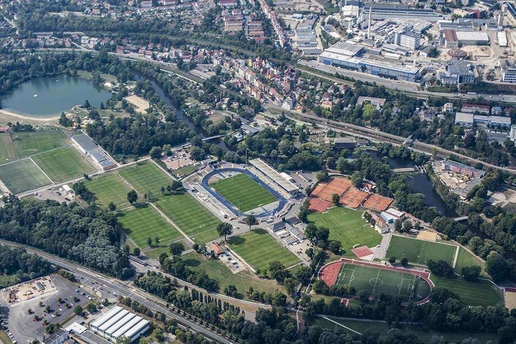 Der FC Carl Zeiss Jena plant zum Regionalligastart mit Zuschauern. Stadt fordert Maskenpflicht und Datenerfassung. Der FCC arbeit derzeit in enger Abstimmung mit Stadt Jena an Hygienekonzept.