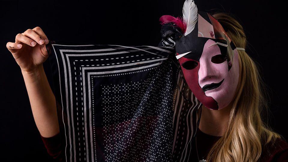 Ferienworkshop Maskerade - Maskenbau und Foto