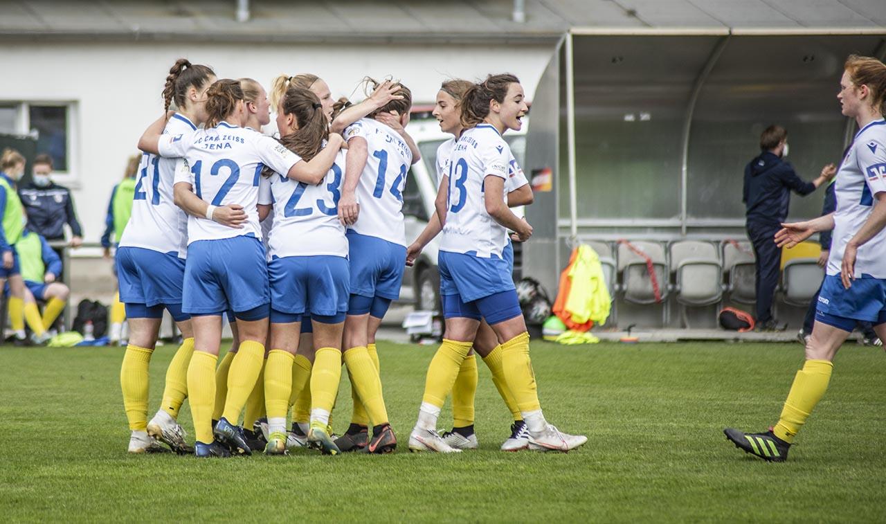 2 Frauen Fussball Bundesliga Spitzenspiel Im Jenaer Paradies